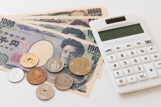 電卓とお金イメージ